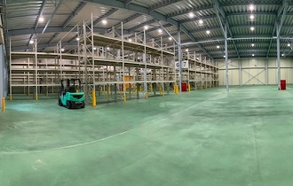 倉庫内大型荷物ラック配備
